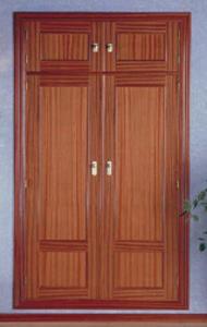 Puerta plafonada 302 armario sapelli